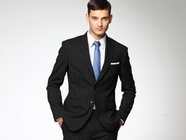 条纹西服如何搭配衬衫领带