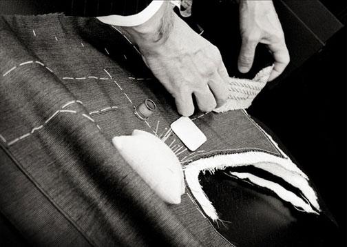 这一步骤,挖兜做得好,直接决定接下来西服版型的设计